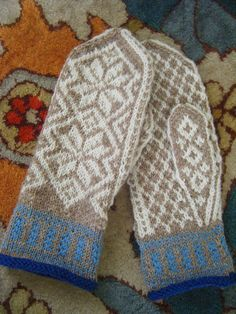 Selbu from Nordic Fiber Arts Knitted Mittens Pattern, Knitted Gloves, Knitting Socks, Knitting Charts, Knitting Stitches, Knitting Patterns, Wrist Warmers, Hand Warmers, Tejidos