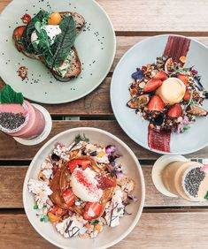 Just died and went to brunch heaven at @tinkernorthcote. Featuring the Jaffa hotcakes, mango & saffron panna cotta (my personal fave) and herb & feta smashed avo. Not a bad way to start a Monday. Swipe right for more food snaps!
