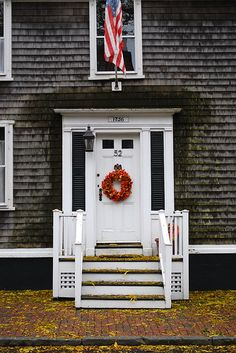 Charming exterior - traditional colors - welcoming front door •