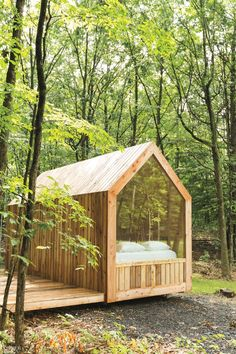 Hudson Valley Retreat Gather Greene Offers Glamping for Upscale Campers - - One grew up in Karachi, Pakistan, the other in Boston. But their paths merged in Brooklyn, New York. That's where Amna Ali and Jackie Brown met 10 years ago. Cabin Design, Tiny House Design, Guest Cabin, Tiny House Cabin, Tiny Cabins, Cabins In The Woods, Play Houses, Glamping, Backyard