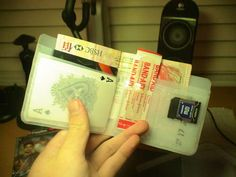 Recycled Plastic Wallet - this is such a cool school holiday project for older kids! Thanks for sharing!!