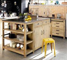 Un 2 en 1, cet îlot de cuisine est un assemblage de deux meubles de cuisine, ouvert et fermé.