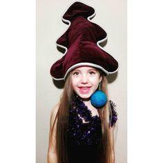 My już ubraliśmy choinkę, a Wy? 😂🎄😍  .  Our Christmas tree is ready, what about yours? 😂🎄😍  .  .  #blog #migalniablog #christmastree #christmas #holiday #choinka #familytime #lifestyle #portrait #portret #art #decoration #diy #polishgirl #model #smile #childhood #instamatki #rodzina #córeczka #córka #daughter #cute #pretty #mamablog #mom #photoshoot #photooftheday