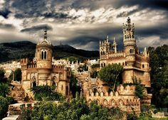 Colomares Castle - Spain A monument dedicated to Christopher Columbus and his arrival to the New World Beautiful Castles, Beautiful World, Places To Travel, Places To See, Foto Blog, Mont Saint Michel, Things To Do In London, Spain And Portugal, Jolie Photo