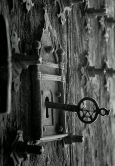 Enter into the fairytale world.... ( hang old keys from twine in trees , put on…