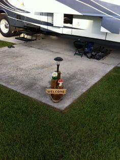portable RV light with sign! need to make one of these!