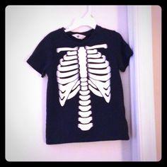 Skelton of upper body , kids shirt Good condition, skeleton shirt of upper body H&M Tops Tees - Short Sleeve