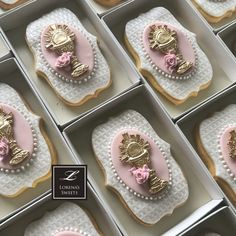 Lorena Rodriguez. Christening cookies. Rose Cookies, Baby Cookies, Yummy Cookies, Sugar Cookies, Fondant Cookies, Royal Icing Cookies, Cameo Cake, Christening Cookies, First Communion Cakes