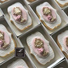 Lorena Rodriguez. Christening cookies. Rose Cookies, Baby Cookies, Yummy Cookies, Sugar Cookies, Fondant Cookies, Royal Icing Cookies, Christening Cookies, First Communion Cakes, Ballerina Cakes