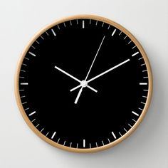 Wall clock with simple lines that signs the hours. Clock essential and minimalist.  Wall clock available with natural wood frame, white or