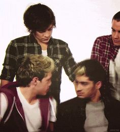 One Direction [Chistes, Imaginas, Mundos Paralelos E idioteces de tus idolos] - Niall & Zayn Discutiendo. - Wattpad