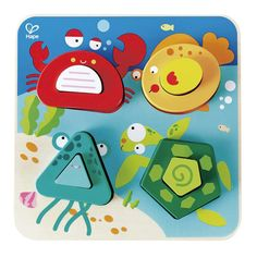 Puzle de madera con temática de océano, para encajar las piezas. Cuenta con piezas para encajar grandes ymanejablespor los más pequeños. Es perfecto para desarrollar la coordinación ojo-mano y para que el niño empiece a conocer los animales marinos: cangrejo, pez, medusa y tortuga.
