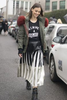 Styling a midi skirt-aim for vertical stripes