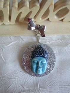 """Broche métal doré porcelaine froide sur estampe en bois argenté """"Bouddha"""" de la boutique framboisefrancoise sur Etsy"""