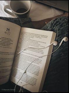 Senhorita Aurora - Babi A. Book Instagram, Instagram Story Ideas, Fotografia Tutorial, Poses Photo, Fotografia Macro, Photos Tumblr, Coffee And Books, Study Inspiration, Book Aesthetic