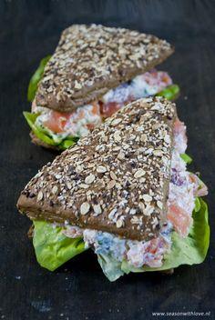 Broodje zalm roomkaas. Het lekkerste broodje zalm! - Recept in bron.