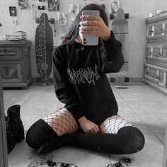 Indie Outfits, Grunge Outfits, Edgy Outfits, Cool Outfits, Outfits Winter, Grunge Clothes, Skirt Outfits, Aesthetic Hoodie, Aesthetic Grunge Outfit