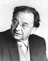 Erich Fromm - szeretet-elméletei; a társadalmi környezet fontosságát hangsúlyozta (német-USA-beli pszihoanalitikus)