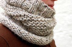 Love this cozy cowl (free pattern)