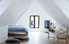 Minimalist bedroom. (via Scandinavian Retreat: Cottage in Denmark)