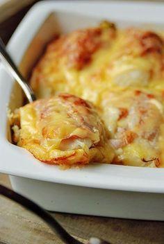 Bereiden: Verwarm de oven voor op 200°C.Kook de aardappelen in weinig water met zout in ca. 20 min. gaar. Verwijder de lelijke buitenbladen van de witloof en snijd de stronkjes doormidden. Verwijder eventueel de bittere harde kern. Kook de witloof in lichtgezouten water in ca. 10 min. gaar. Giet de aardappelen af, laat ze 5 min. droog stomen. Voeg de warme melk en boter toe en stamp tot een romige puree. Breng de puree op smaak met nootmuskaat, peper en de grove mosterd. Laat de witloof g...
