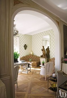 Trellis wallpaper adorns the walls of the garden room in a Côte d'Azur villa by Nicky Haslam.