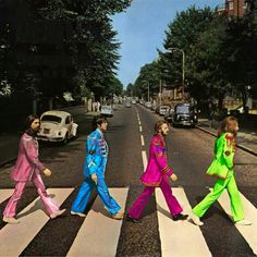 ♡♥Beatles cross Abbey road with Sgt Pepper style and clothes♥♡ Beatles Love, Les Beatles, Beatles Art, Beatles Photos, Beatles Bible, Beatles Funny, Beatles Poster, Abbey Road, Boy George
