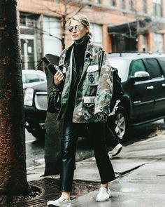 No pierdas el estilo los días de lluvia   Crea tu look en #buytrendy con la ropa de las influencers Entra ya en sus armarios! . . . . #influencer #itgirl #fashion #moda #estilo #style #getthelook #look #streetstyle #streetfashion #fashionweek #tbt #ootd #buy #trendy #compras #buytrendyapp