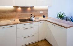 Kuchyně LINE v odstínu magnolia a dub old wood Modern Kitchen Cabinets, Kitchen Cabinet Design, Modern Kitchen Design, Küchen Design, House Design, Old Wood, Magnolia, Inspiration, Furniture