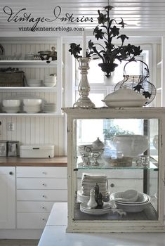 Glassmonter - Vintage Interior - this is a great cabinet!