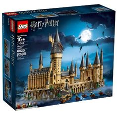Buy LEGO Harry Potter - Hogwarts Castle at Mighty Ape NZ. Explore the magic of Hogwarts Castle! Make the magic come alive at the LEGO® Harry Potter 71043 Hogwarts Castle! This highly detailed LEGO Harry Pott. Lego Harry Potter, Cadeau Harry Potter, Theme Harry Potter, Harry Potter Gifts, Harry Potter World, Harry Potter Hogwarts, Lego Hogwarts, Hogwarts Great Hall, Hogwarts Founders