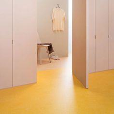 The Linoleum Renaissance Is Upon Us, and Earth Is a Fan - Einrichtungsideen Architectural Digest, Flooring Companies, Furniture Companies, Chicago Hotels, Linoleum Flooring, Rubber Flooring, Floor Decor, Floor Design, Renaissance