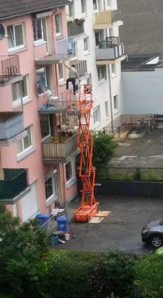 Von seiner letzten Klettertour.   27 Bauarbeiter, die ihrer Krankenschwester nur ein Foto zeigen müssen