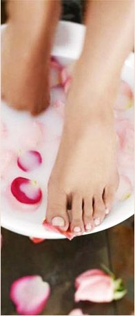 208d75e3330643 Soak your feet for 5 minutes. Sprinkle baking soda over feet and gently  massage.