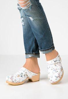 Verspielte Clogs, die dich begeistern. Moheda Toffeln LINNEA - Clogs - fancy für 24,45 € (16.08.17) versandkostenfrei bei Zalando bestellen. #ClogsShoesWooden
