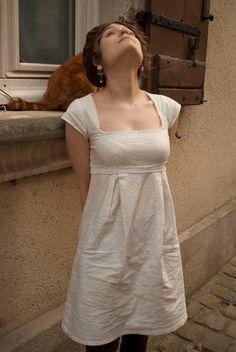Petite robe empire par moun - thread&needles Plus Sewing Clothes, Diy Clothes, Clothes For Women, Washi Dress, Diy Fashion, Fashion Dresses, Couture Makeup, Ethno Style, Diy Vetement