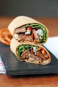 Black and Blue Steak Wraps - full of flavor and high in protein for just 326 calories, or 8 Weight Watchers SmartPoints! Steak Wraps, Beef Wraps, Turkey Wraps, Chicken Wraps, Lunch Recipes, Beef Recipes, Cooking Recipes, Healthy Recipes, Healthy Foods
