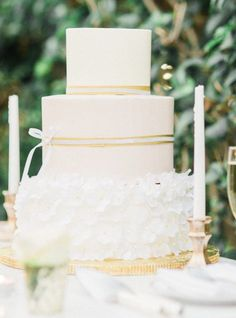 Wedding cake idea; Featured Photographer: Honey Honey Photography