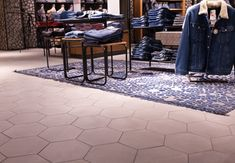 Hexagon Fliesen | Topgres Referenzen: Modekaufhaus L&T in Osnabrück Shops, Retail, Contemporary, Rugs, Mall, Home Decor, Porcelain Tiles, Farmhouse Rugs, Tents