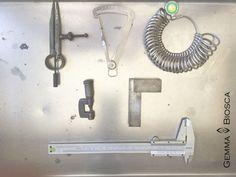 Herramientas que vas a necesitar para medir tus trabajos de joyería. #workshop #taller #joyería #onthebench #herramientas #astillera #joya