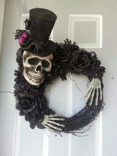 Scary Halloween Wreath, Homemade Halloween Decorations, Halloween Skeletons, Outdoor Halloween, Holidays Halloween, Halloween Pumpkins, Adornos Halloween, Halloween Projects, Skulls
