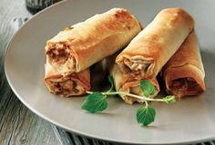 Crunchy meat rolls Great idea for a buffet! Finger Food Appetizers, Finger Foods, Meat Rolls, Yummy Food, Tasty, Breakfast Snacks, Food Categories, Falafel, Spanakopita
