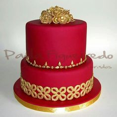 ATELIER de Bolos Decorados  #Paula Figueiredo. PORTUGAL Red Birthday Cakes, 18th Birthday Cake, Cool Wedding Cakes, Wedding Cake Toppers, Beautiful Cakes, Amazing Cakes, Red Candy Buffet, Royal Cakes, Color Caramelo