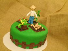 Pastel decorado con fondant en Guatemala la barra dulce Cake tarta torta #labarradulce #Guatemala #cupcakes #cubiletes #pasteles #cakes #designcakes #pasteldediseño #sabores #flavors #gourmetflavor #pinklemonade #limonadarosada #limeade #limon #rosa #pink #rosado #citrus #citrico #lemonadestand #farm #vegetablescrop #veggiegarden #agronomo #syngenta #seeds vegetales #cultivo #siembra #finca