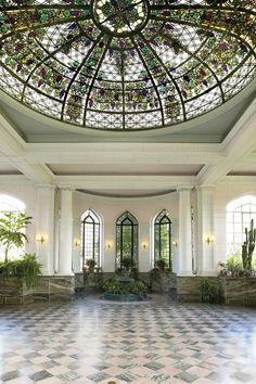The Casa-Loma-Conservatory. Hmm, I'm longing for another visit to Canada. You can't tell it from the picture but this room was once filled with plants. The history of this castle is well worth the trip.