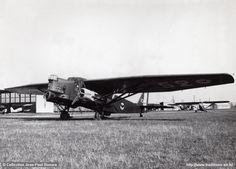 Farman 222/1 n°10 (L-152) - 2ème escadrille (BR 113) du GB I/15 sur le terrain d'Aulnat devant des Potez 39 du GAO 513