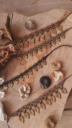 Tribal macrame enkelbandje. Gypsy enkelbandje. Koperen kraal Jewelry Knots, Yoga Jewelry, Macrame Jewelry, Macrame Bracelets, Ankle Bracelets, Bohemian Jewelry, Diy Choker, Summer Bracelets, Macrame Tutorial