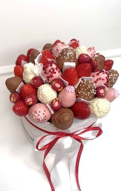Chocolate Shop, Chocolate Gifts, Candy Bouquet, Gift Bouquet, Cake Pop Boxes, 15th Birthday Cakes, Birthday Party Decorations For Adults, Strawberry Box, Sweet 16 Decorations