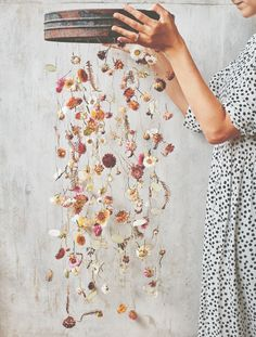 Hanging Flowers, Flower Garlands, Flower Decorations, Nature Crafts, Home Crafts, Diy And Crafts, Deco Floral, Arte Floral, Fall Flowers