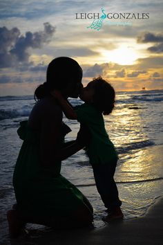 Leigh Gonzales Photography | Family Beach Photographer | Oahu Hawaii | Family Photo Session | Mother and Son Photo | PORTFOLIO